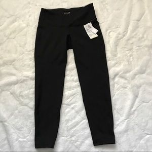 Old Navy Black 7/8 Ankle Active Leggings NWT Sm P
